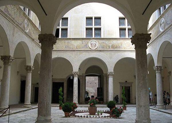 Chiostro del Palazzo Piccolomini - Pienza (SI)