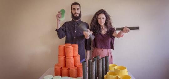 Gli oggetti per la casa Fruit Ninja: il barattolo Orange, la tazza Banana, i sottobicchieri Rock Melon, il vaso Avocado
