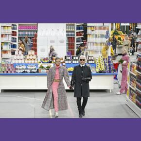 La sfilata di Chanel ambientata in un finto supermercato